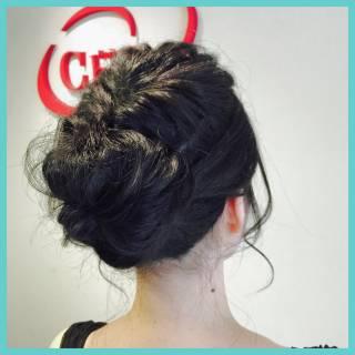 フェミニン ヘアアレンジ セミロング 黒髪 ヘアスタイルや髪型の写真・画像
