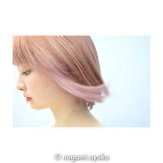 ホワイト ストリート ピンクアッシュ ボブ ヘアスタイルや髪型の写真・画像