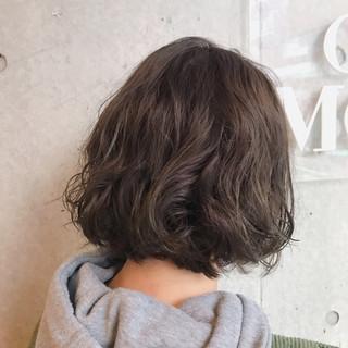 パーマ グレージュ 大人可愛い オリーブグレージュ ヘアスタイルや髪型の写真・画像
