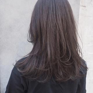 グレージュ レイヤーカット ナチュラル 暗髪 ヘアスタイルや髪型の写真・画像