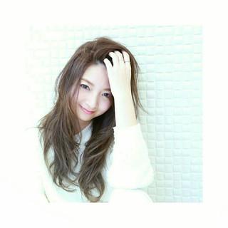 外国人風 前髪あり かき上げ前髪 透明感 ヘアスタイルや髪型の写真・画像