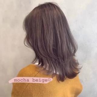 ミディアム モカベージュ フェミニン 透明感カラー ヘアスタイルや髪型の写真・画像