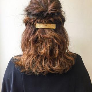 波ウェーブ エレガント ミディアム パーティ ヘアスタイルや髪型の写真・画像