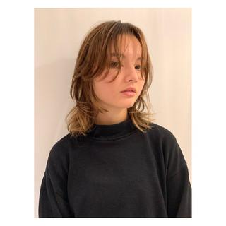マッシュウルフ ハイライト ミディアム 大人ハイライト ヘアスタイルや髪型の写真・画像