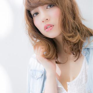 ミディアム パーマ フェミニン 外国人風 ヘアスタイルや髪型の写真・画像