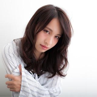 前髪あり 暗髪 セミロング 外国人風 ヘアスタイルや髪型の写真・画像