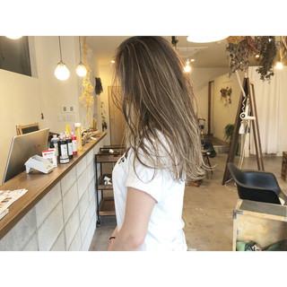 ミルクティーベージュ ミルクティー ハイライト コントラストハイライト ヘアスタイルや髪型の写真・画像