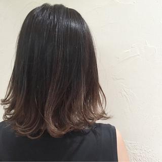 ミディアム 外国人風 グラデーションカラー 暗髪 ヘアスタイルや髪型の写真・画像