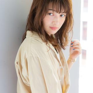 ヘアアレンジ セミロング フェミニン エフォートレス ヘアスタイルや髪型の写真・画像