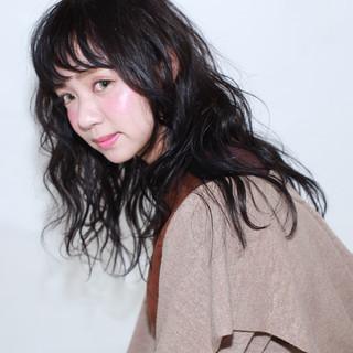 暗髪 セミロング パーマ ナチュラル ヘアスタイルや髪型の写真・画像