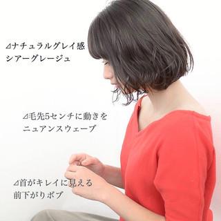 ミルクティーグレージュ 前髪 ミディアム アッシュグレージュ ヘアスタイルや髪型の写真・画像