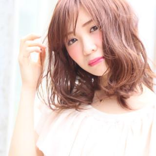 パーマ ハイライト ミディアム シースルーバング ヘアスタイルや髪型の写真・画像 ヘアスタイルや髪型の写真・画像