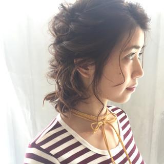 簡単ヘアアレンジ ミディアム フェミニン アンニュイほつれヘア ヘアスタイルや髪型の写真・画像 ヘアスタイルや髪型の写真・画像