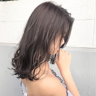 フェミニン ミディアム アッシュ デート ヘアスタイルや髪型の写真・画像