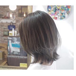 アッシュグラデーション 切りっぱなしボブ ウルフカット ボブ ヘアスタイルや髪型の写真・画像