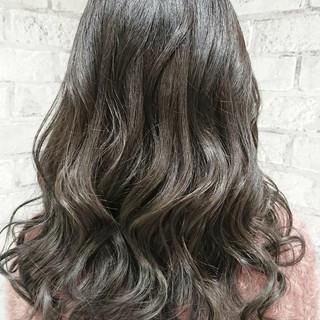 外国人風カラー デート ラベンダーアッシュ ナチュラル ヘアスタイルや髪型の写真・画像