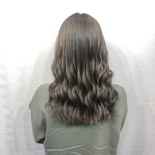 ロング 派手髪 ミルクティーベージュ ナチュラルグラデーション ヘアスタイルや髪型の写真・画像