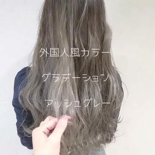 アッシュグレー モード ロング 外国人風 ヘアスタイルや髪型の写真・画像