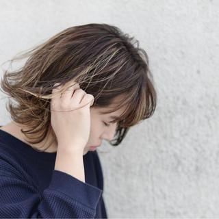 ストリート アンニュイ 外国人風 ハイライト ヘアスタイルや髪型の写真・画像 ヘアスタイルや髪型の写真・画像