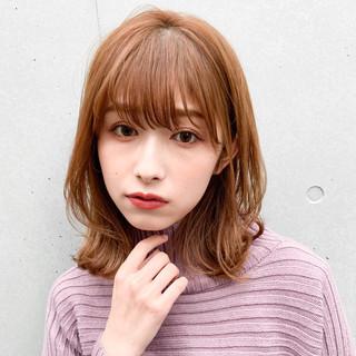前髪あり 前髪パーマ フェミニン シースルーバング ヘアスタイルや髪型の写真・画像