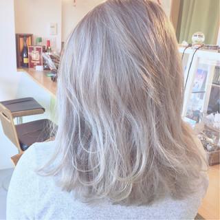 ミディアム ホワイトアッシュ ストリート 大人かわいい ヘアスタイルや髪型の写真・画像