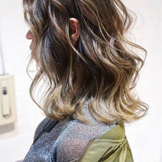 ボブ ガーリー 外国人風カラー グレージュ ヘアスタイルや髪型の写真・画像