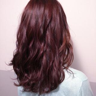 ピンクバイオレット ブリーチカラー セミロング ピンク ヘアスタイルや髪型の写真・画像