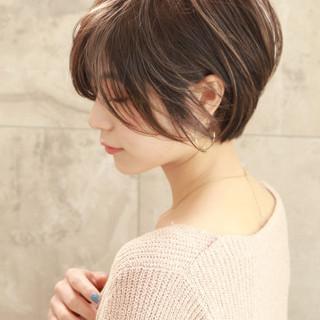 ショートボブ ナチュラル ショートヘア パーマ ヘアスタイルや髪型の写真・画像