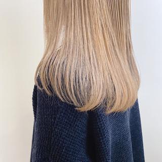 セミロング ハイトーンカラー ミルクティーブラウン 透け感ヘア ヘアスタイルや髪型の写真・画像
