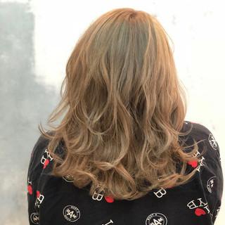 外国人風カラー グラデーションカラー ストリート セミロング ヘアスタイルや髪型の写真・画像
