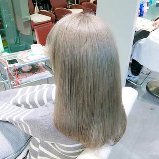 ミディアム モード アッシュ グレージュ ヘアスタイルや髪型の写真・画像