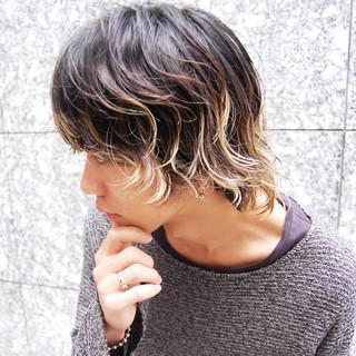 ストリート ミディアム ハイライト メンズ ヘアスタイルや髪型の写真・画像