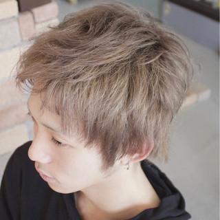 ショート ストリート メンズ ミルクティー ヘアスタイルや髪型の写真・画像
