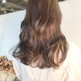 ミルクグレージュ シナモンベージュ ロング ナチュラル ヘアスタイルや髪型の写真・画像 ヘアスタイルや髪型の写真・画像