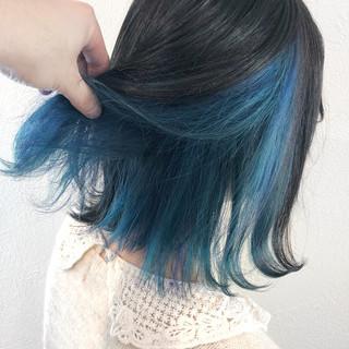 インナーブルー インナーカラー モード ターコイズブルー ヘアスタイルや髪型の写真・画像