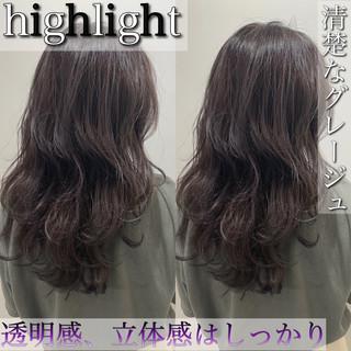 ハイライト 外国人風 グレージュ 波ウェーブ ヘアスタイルや髪型の写真・画像