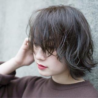 カーキアッシュ 暗髪 グレージュ 色気 ヘアスタイルや髪型の写真・画像