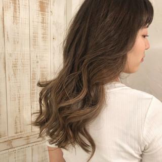 ツヤ髪 ロング 外国人風カラー グレージュ ヘアスタイルや髪型の写真・画像