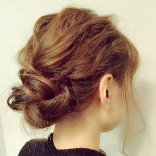 シニヨン 簡単ヘアアレンジ セミロング 波ウェーブ ヘアスタイルや髪型の写真・画像