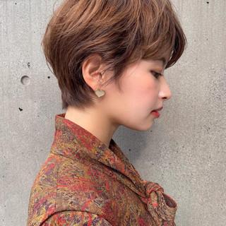 ショート ナチュラル ブラウンベージュ ミルクティーベージュ ヘアスタイルや髪型の写真・画像