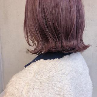 ボブ ピンクベージュ 外ハネボブ 切りっぱなしボブ ヘアスタイルや髪型の写真・画像