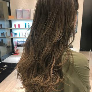 オリーブアッシュ イルミナカラー ナチュラル セミロング ヘアスタイルや髪型の写真・画像