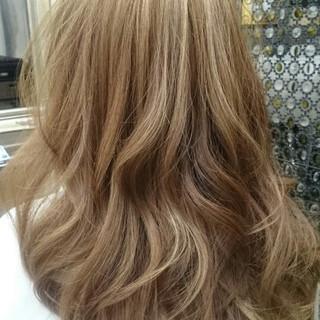 セミロング ゆるふわ ガーリー グラデーションカラー ヘアスタイルや髪型の写真・画像