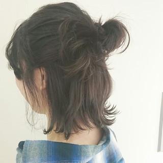 簡単ヘアアレンジ ナチュラル ボブ アッシュグレー ヘアスタイルや髪型の写真・画像