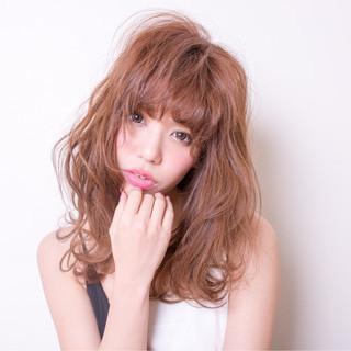 ニュアンス ミルクティー 前髪あり フリンジバング ヘアスタイルや髪型の写真・画像