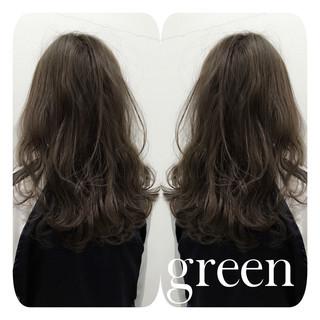セミロング ストリート パーマ アッシュ ヘアスタイルや髪型の写真・画像