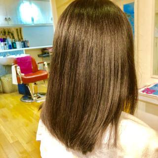 ナチュラル セミロング イルミナカラー ツヤ髪 ヘアスタイルや髪型の写真・画像