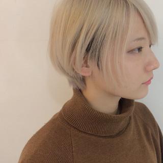 ショート ベージュ 透明感 モード ヘアスタイルや髪型の写真・画像
