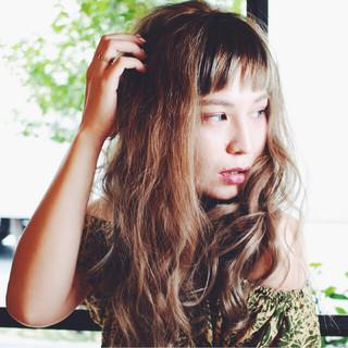 ハイトーン リラックス ウェーブ ロング ヘアスタイルや髪型の写真・画像