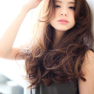 ゆるふわ フェミニン 暗髪 アッシュ ヘアスタイルや髪型の写真・画像
